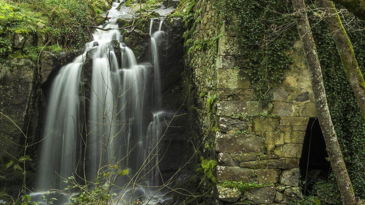 Una caída de agua junto al otro molino de As Bornogueiras