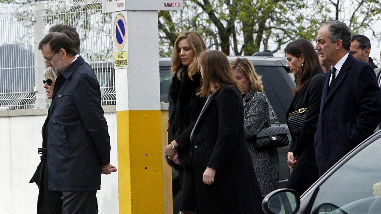 La familia Rajoy, durante el funeral de Luis Rajoy, fallecido en el 2014. Mercedes Rajoy es la que va de negro en la tercera fila, acompañada por su marido el eurodiputado Francisco Millán.