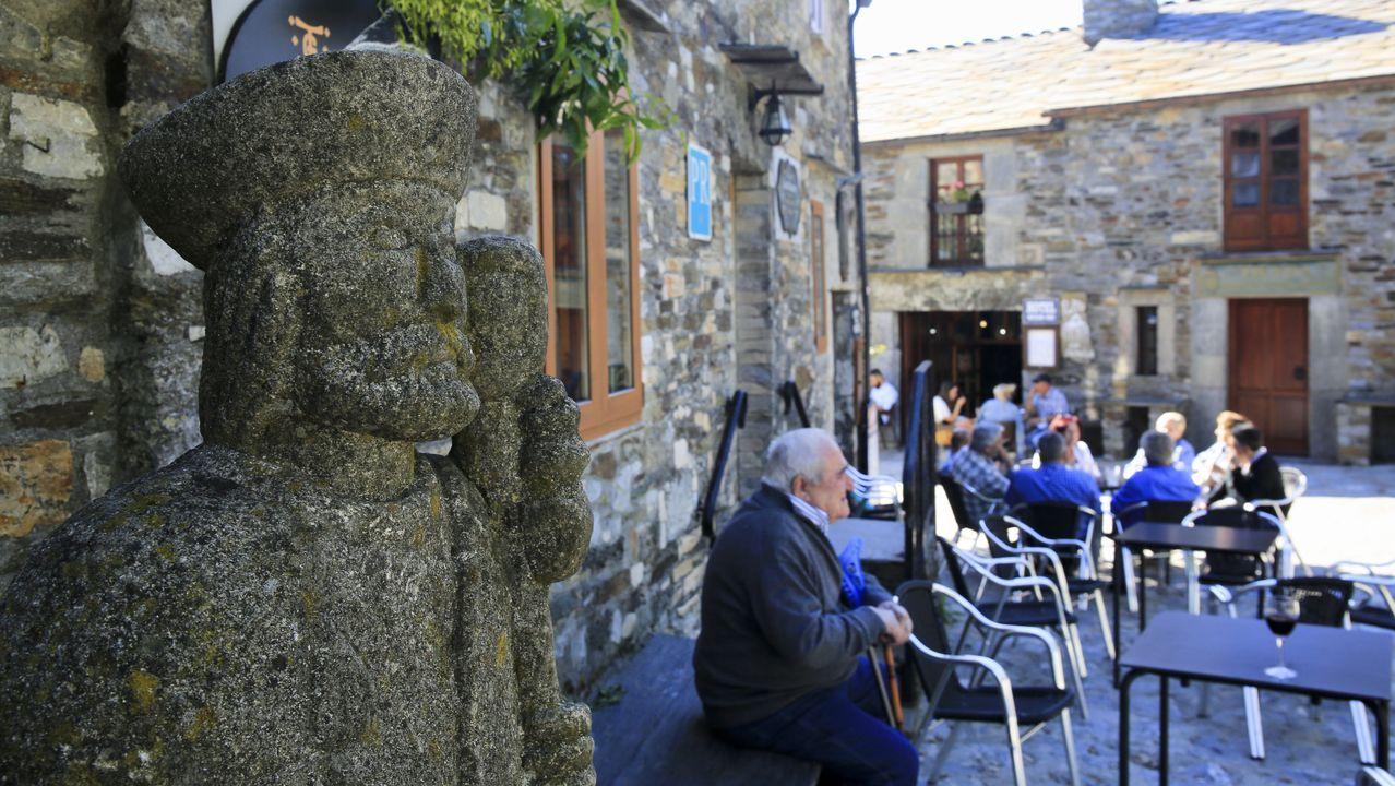 Pedrafita do Cebreiro, en el primer día en que recibió turistas de fuera de Galicia, el mismo en que decayó el estado de alarma en toda España