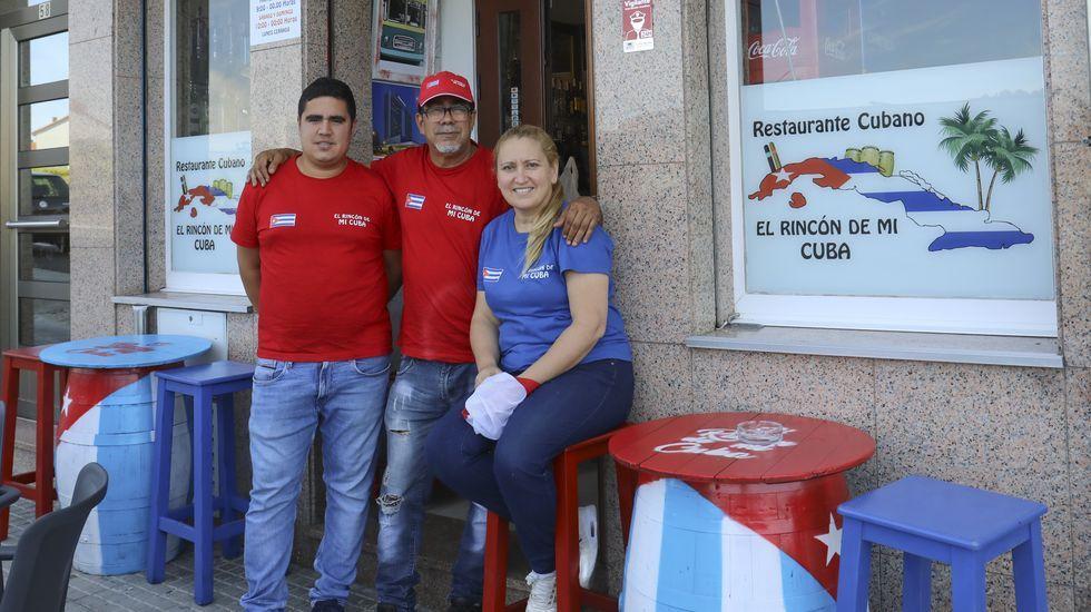 Mochila para sordos.Turistas de visita en el museo del Centro do Viño da Ribeira Sacra