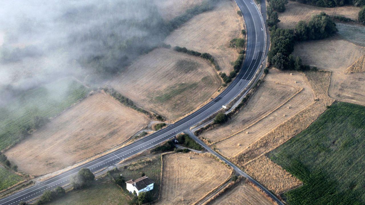 Una vista aérea de la carretera N-540 a su paso por el municipio de Taboada, donde se produjo el accidente