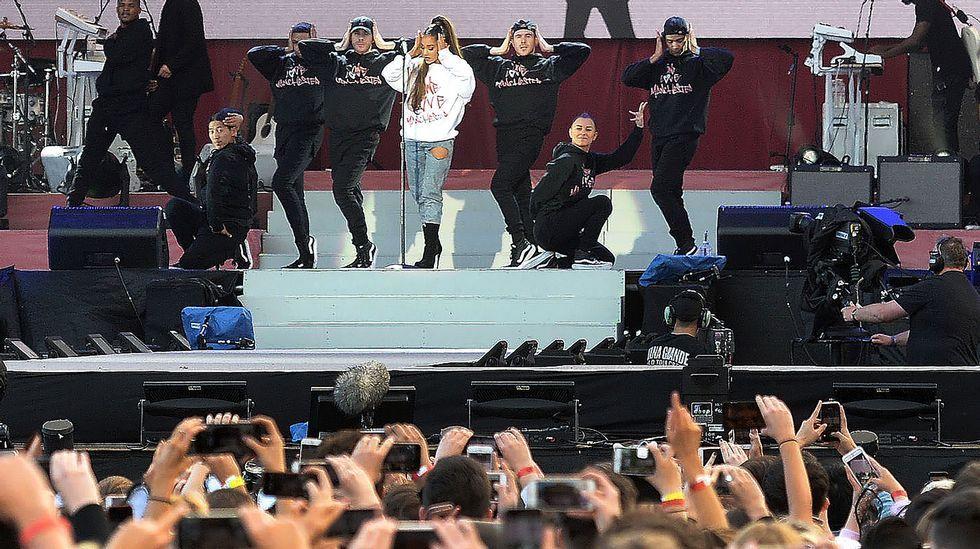 Ariana Grande, durante su actuación de este domingo