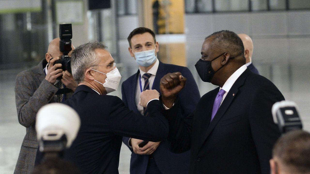 Así está siendo el inicio del despliegue de la Brilat en Rumanía.El jefe del Pentagono y el secretario general de la OTAN se saludan a la entrada de la reunión en Bruselas