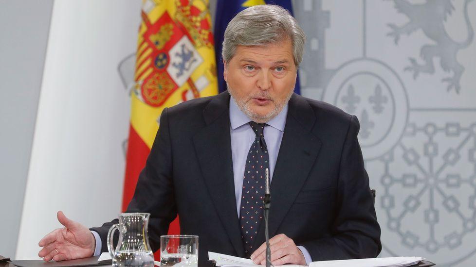 El Gobierno considera que la mesa del Parlament debe presentar otro candidato para desbloquear la situación en Cataluña.El ministro de Economía, Luis de Guindos