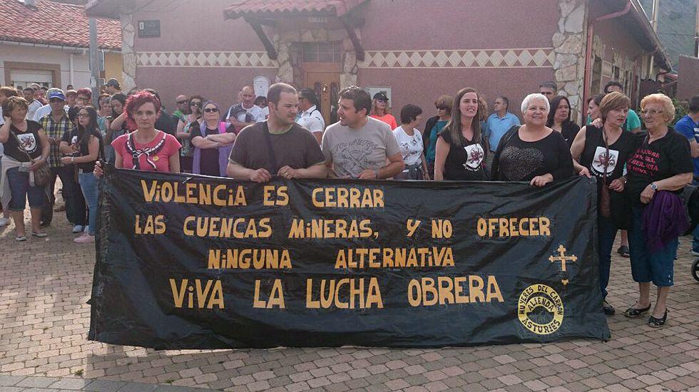 Manifestación en apoyo de los mineros en huelga de hambre y encerrados en el pozo Aurelio, a 200 metros de profundidad.Manifestación en apoyo de los mineros en huelga de hambre y encerrados en el pozo Aurelio, a 200 metros de profundidad