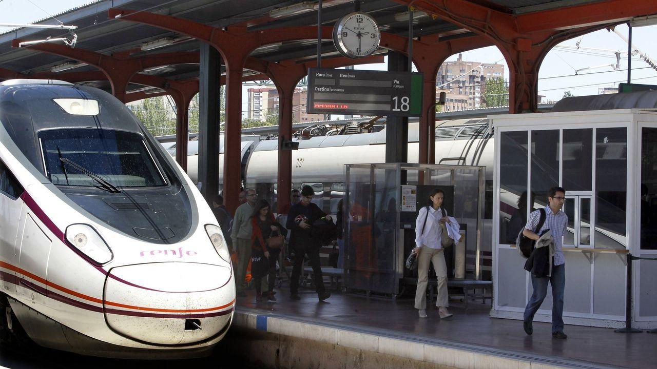 «Bypass» de Conxo. 2,5 kilómetros antes de Santiago se construyó la variante de 1,1 kilómetros que permite a los trenes que vienen de la provincia de Pontevedra seguir a Ourense sin parar en Santiago