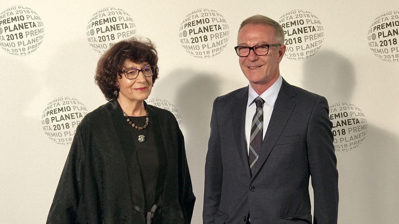 Olvido García Valdés, con el ministro de Cultura, José Guirao