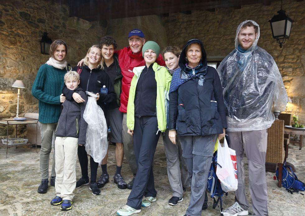 Los miembros de la familia Lobkowicz llegaron ayer por la tarde a Caldas tras la caminata.