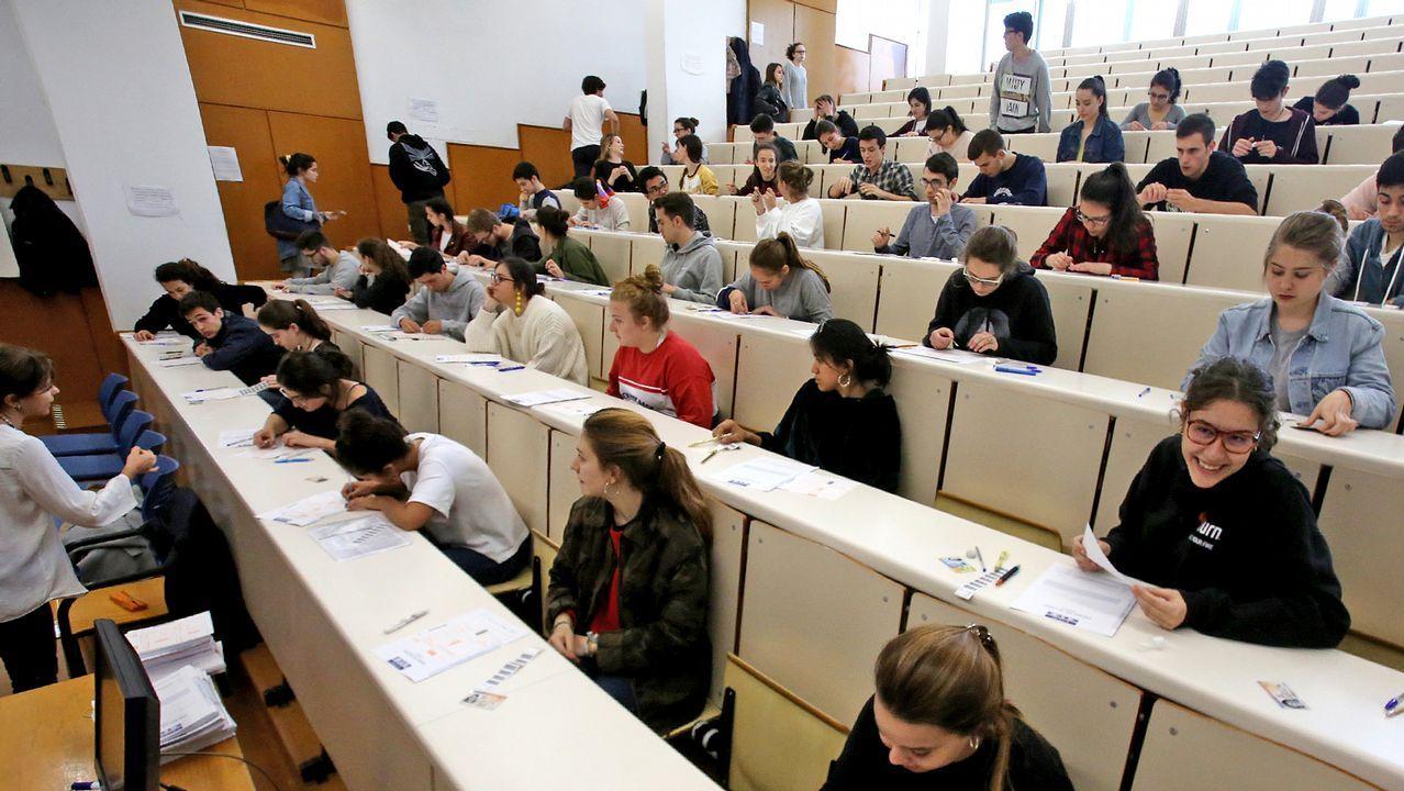 Pruebas de selectividad en el Ies Vilar Ponte.Examen de las ABAU del año pasaado en Vigo
