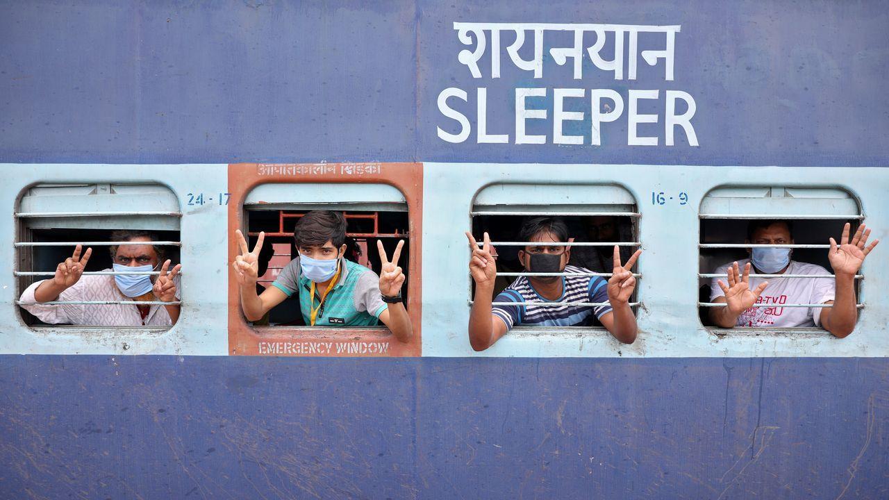 Trabajadores emigrantes, bloqueados a las afueras de Calcuta cuando se dirigían a Rajastán