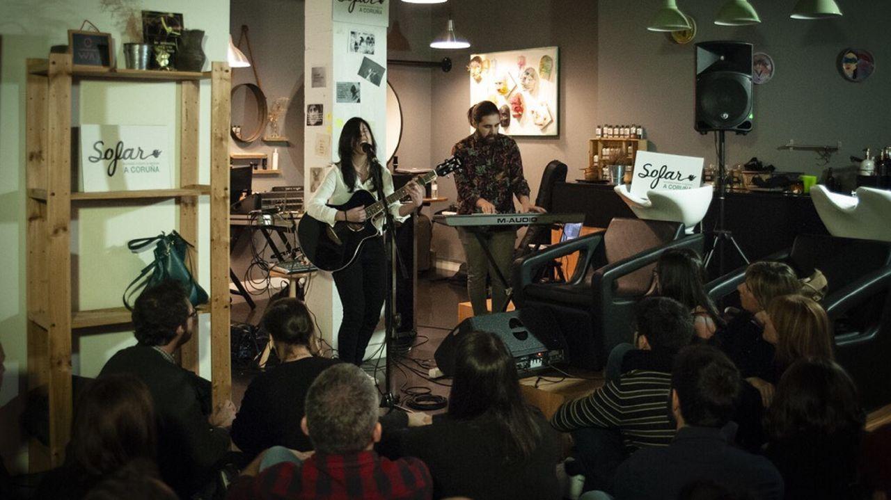 En la imagen, un concierto de Sofar Sounds celebrado en una peluquería de A Coruña