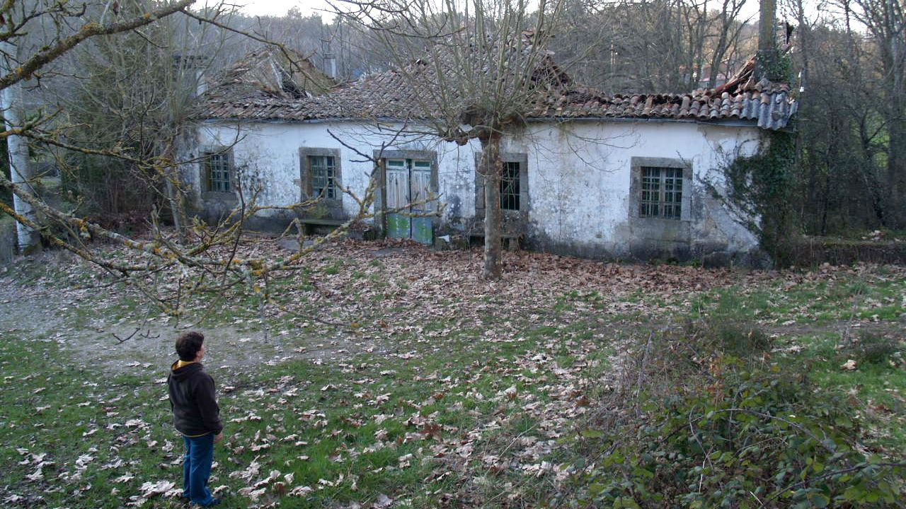 Ruinas del antiguo balneario de Mouriscados, en la parroquia de Arcos