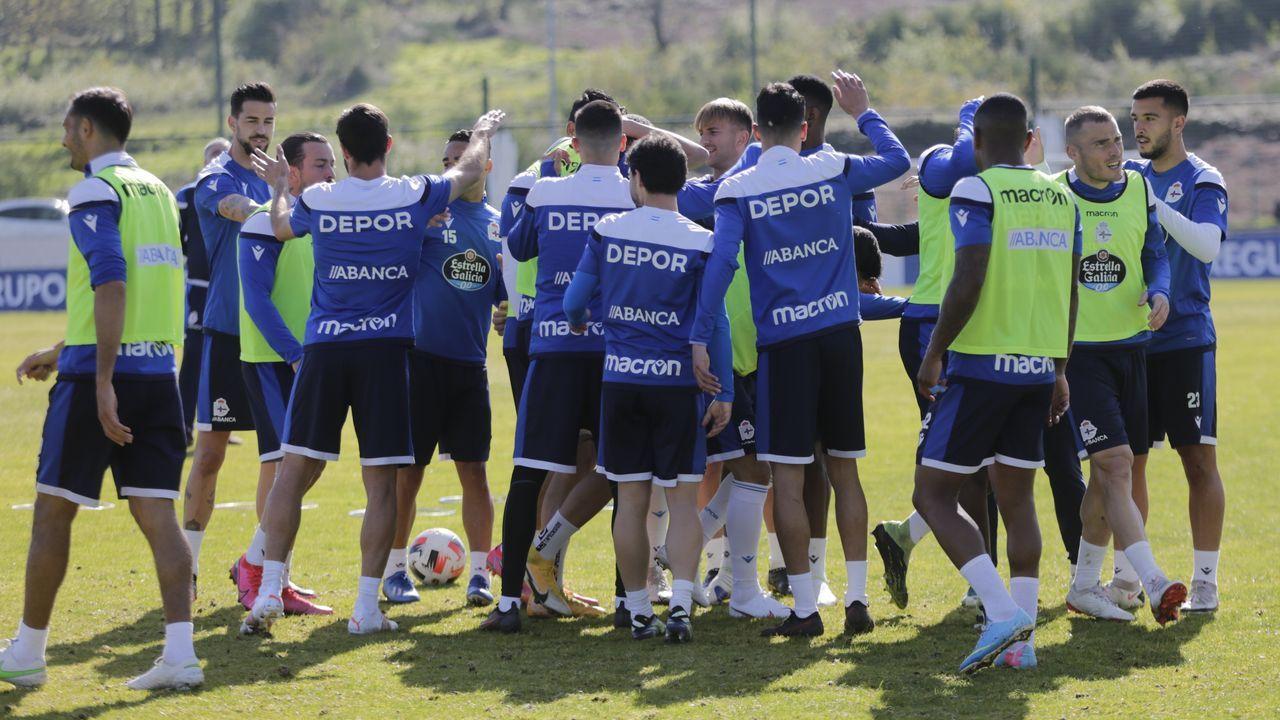 Los jugadores del Deportivo, durante un entrenamiento de esta semana en Abegondo