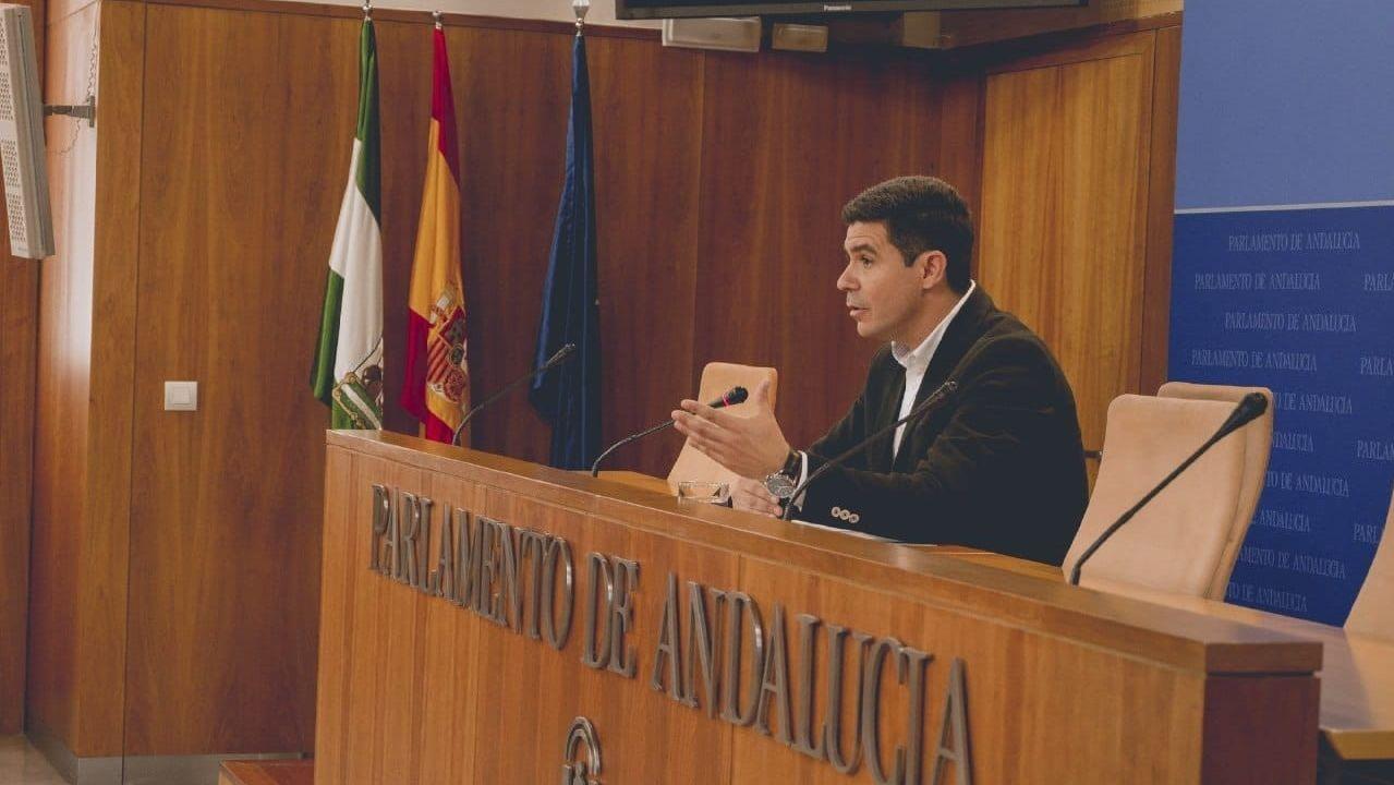 Imágenes de la intervenciónpolicial en la AP-7 y en el municipio de Salt.El líder del PSOE Pedro Sánchez, en la sede socialista de Ferraz