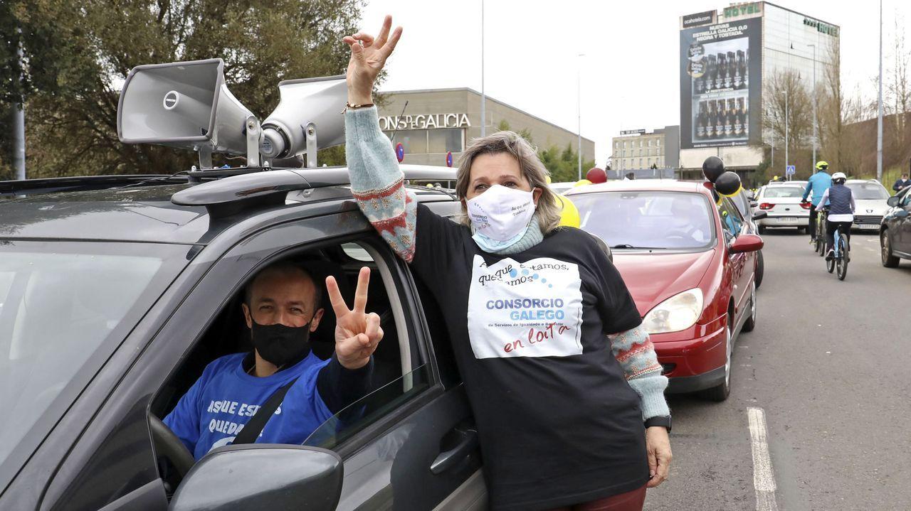 Caravana de coches de la Plataforma de Trabajadores Públicos Temporales en Fraude de Ley.Iceta, durante la sesión de control al Gobierno, en la que se estrenó como ministro en la Cámara Baja