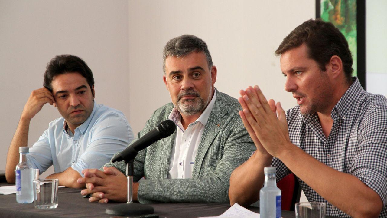 Alfonso Marnotes, en el centro, como director xeral.