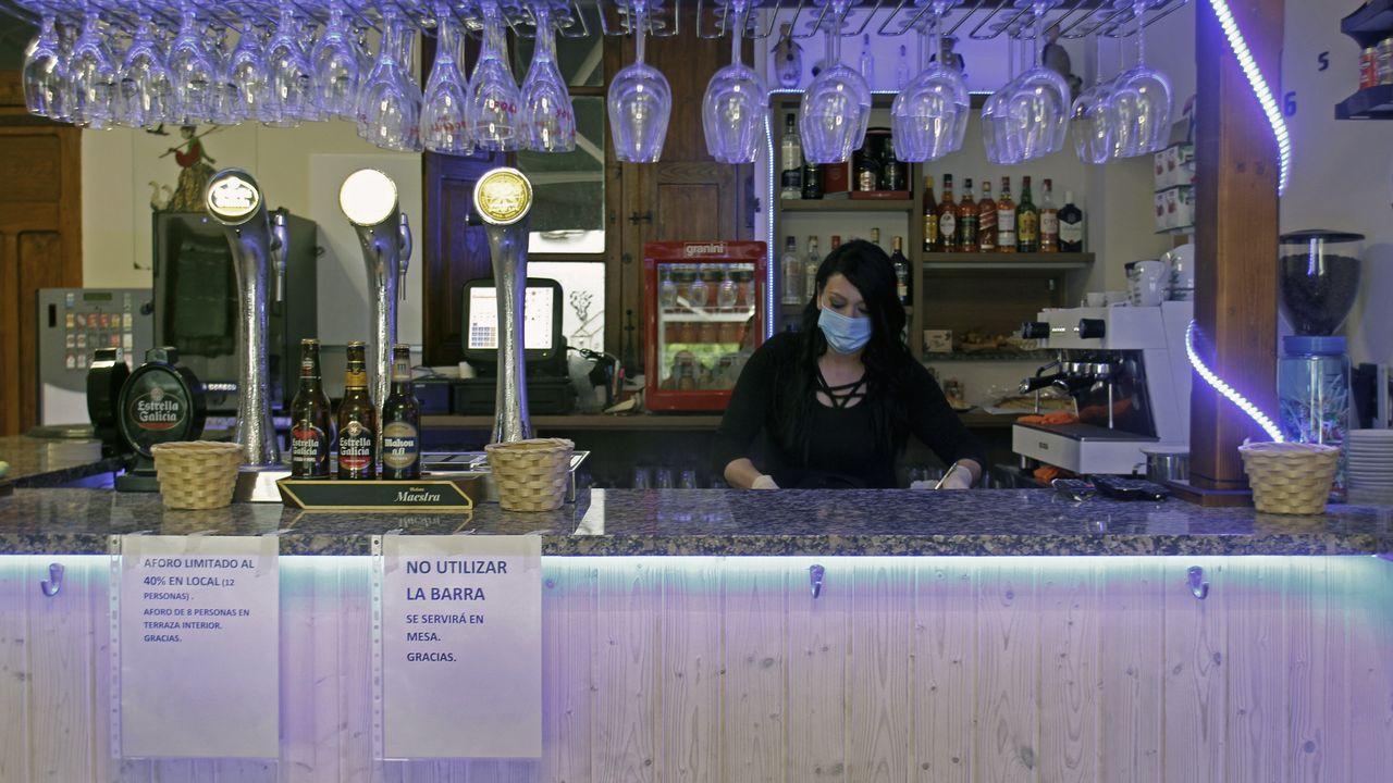 Esther Hernández iba a estrenarse el pasado 15 de marzo como propietaria de la cafetería El Jardín, en Monforte. Tuvo que retrasarlo más de dos meses