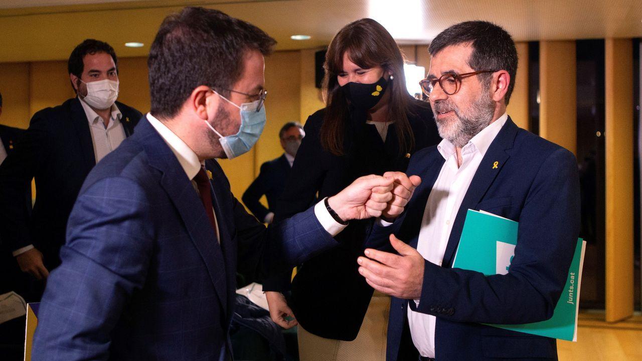 Pere Aragonès saluda a Jordi Sànchez en presencia de Laura Borràs