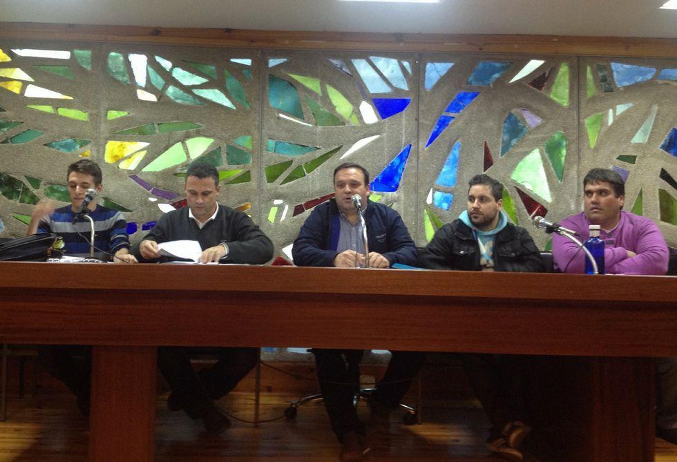 José Antonio Nieto, en el centro de la imagen, durante la última asamblea del Leis Pontevedra.