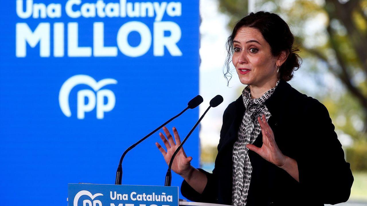La presidenta de la Comunidad de Madrid, Isabel Díaz Ayuso, participó este sábado en un mitin en Barcelona para apoyar al candidato del PP catalán, Alejandro Fernández