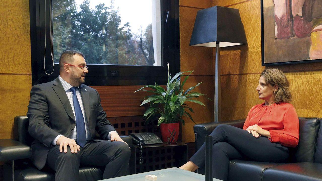 El presidente del Principado, Adrián Barbón, recibió hoy lunes a la ministra para la Transición Ecológica en funciones, Teresa Ribera.