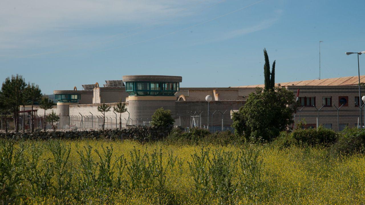Feijoo responde a las preguntas de los lectores de La Voz.Imagen exterior de la cárcel de Brieva, en Ávila, donde estaba recluida Rosario Porto