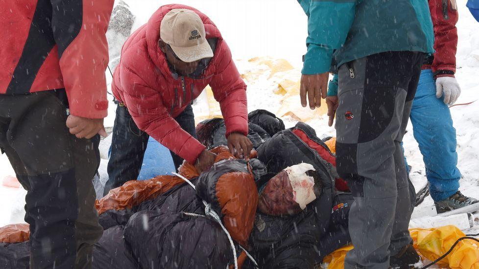 La tragedia de Nepal cubre el campo base del Everest