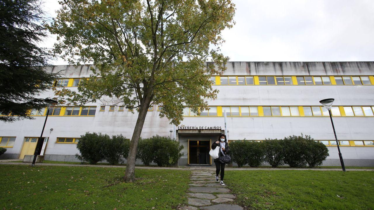 Vista de la Escola de Técnica Superior de Enxeñería de Camiños, Canais e Portos, donde hay grados con plazas libres