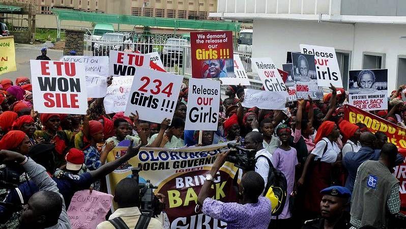 Las madres de las 200 niñas secuestradas exigen acciones