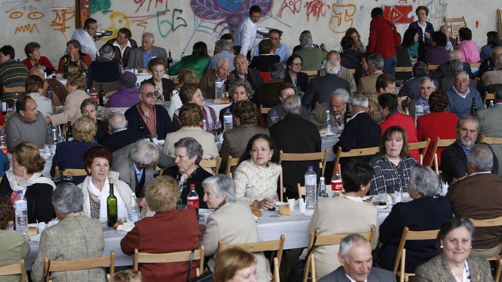 Las fotos de la XX Festa dos Avós de Sober.Un aspecto de una edición anterior de la Festa dos Avós de Sober