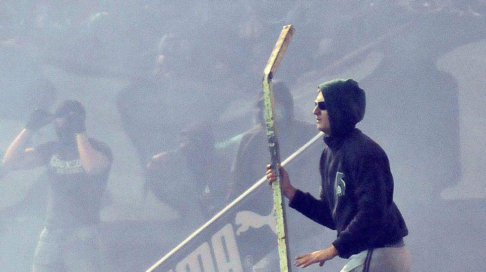 Panathinaikos - Olympiakos: La violencia entre aficionados, en imágenes