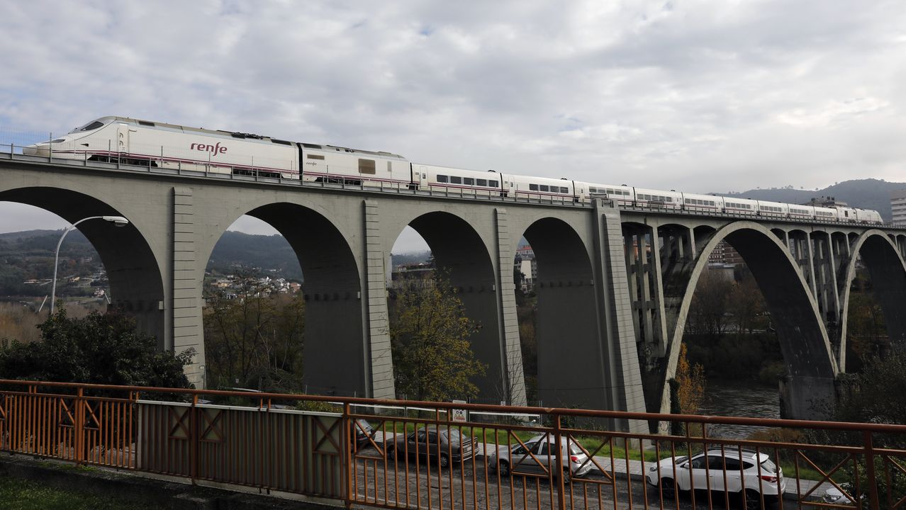 Un tren por el tramo que estuvo cerrado 21 días por las obras del AVE