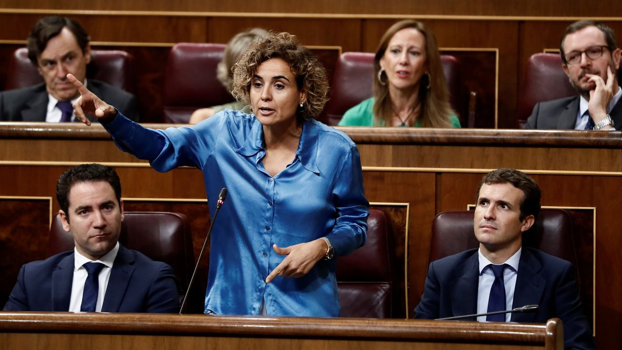 Montserrat a Calvo: «Es absolutamente bochornoso que el puño amenazante de Torra sea la mano que mece la cuna en Moncloa».Los cerca de 5.000 «mossos» que se manifestaron por el centro de Barcelona se cruzaron aplausos con sus compañeros de la jefatura de la Policía Nacional