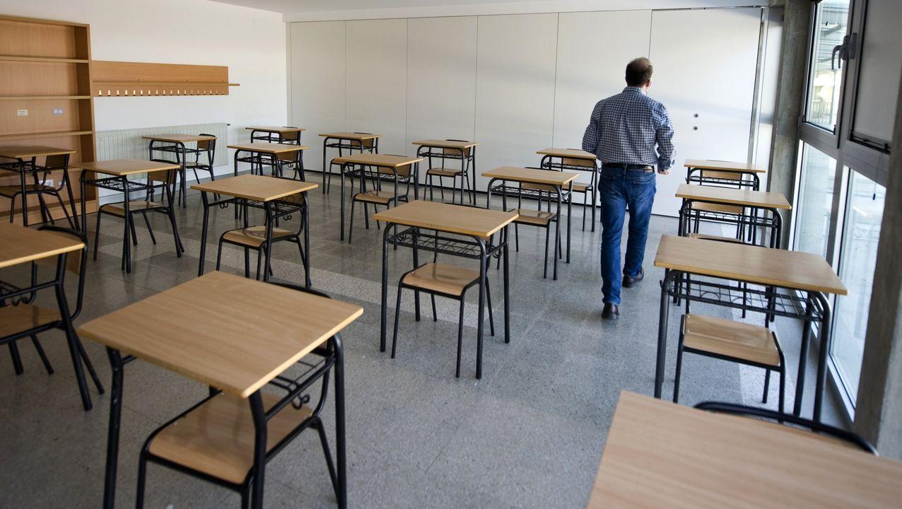 Concentración en repulsa por el asesinato de Soledad Rey.Imagen de archivo de un aula vacía en un colegio