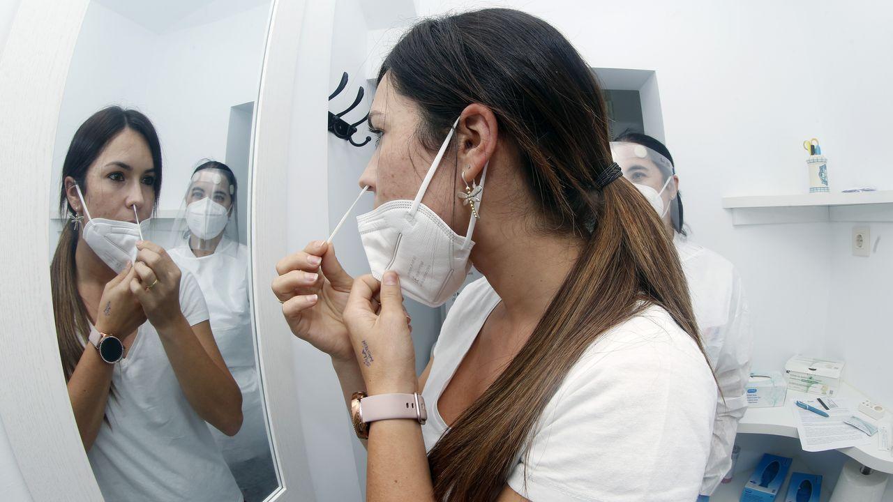 En la farmacia Tato Lobo de A Pobra comenzaron a certificar los test de antígenos