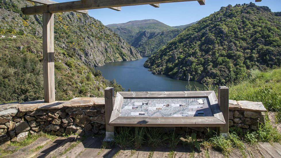 Un mirador sobre el cañón del Sil en el lugar de Os Chancís, donde finaliza el itinerario