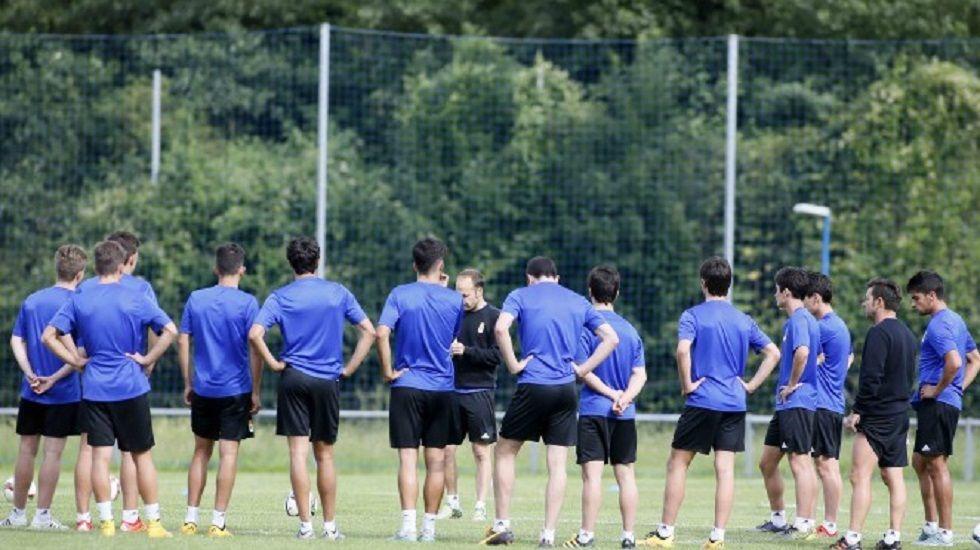 Los jugadores del Vetusta durante un entrenamiento