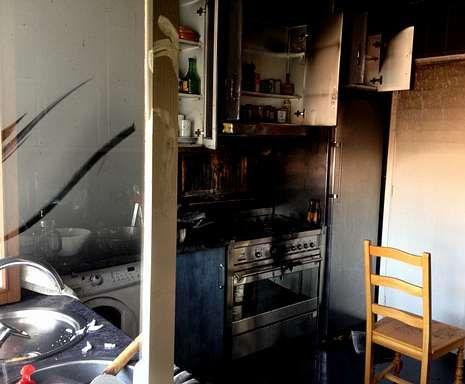 Miley.Tras ser evacuado de la vivienda por un vecino, Luis Regueira recibió asistencia médica por la inhalación de humo.
