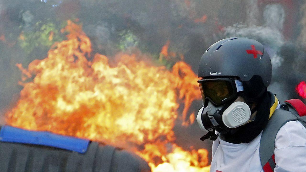 Un manifestante con una máscara de gas en Toulouse