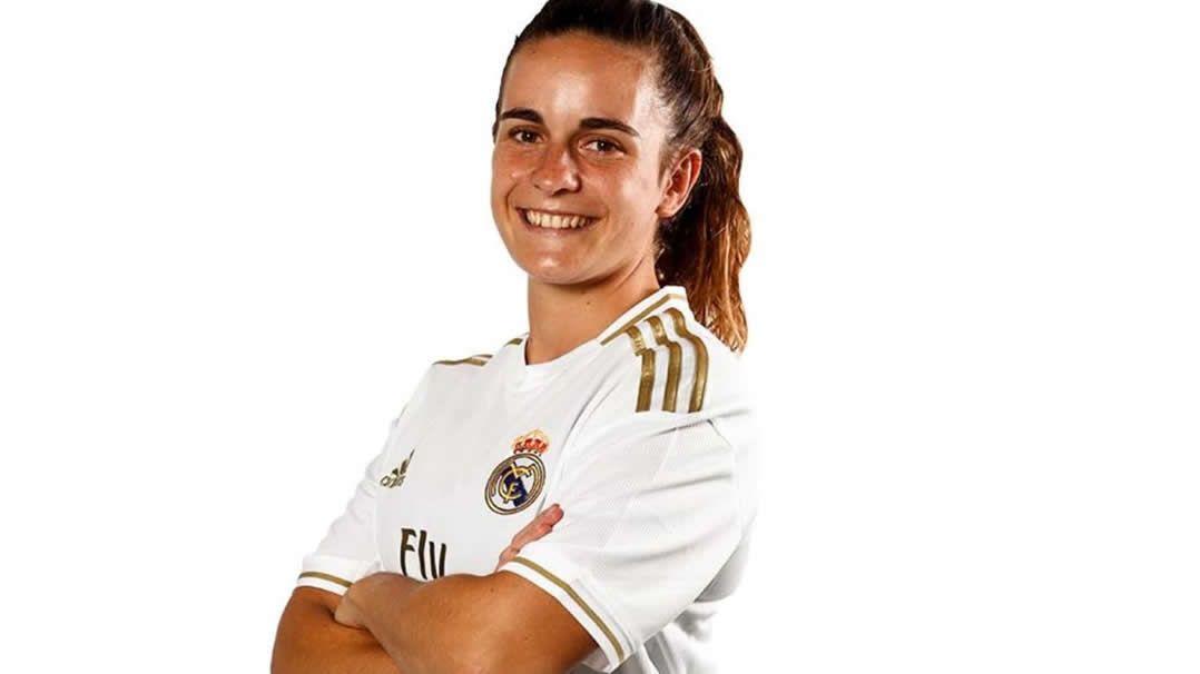 Teresa Abelleira con la equipación del Real Madrid