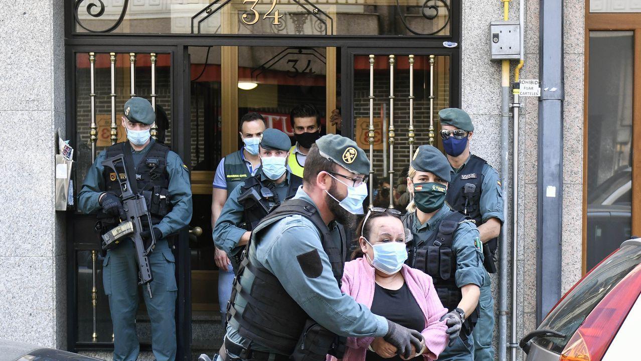 La comisaria principal Luisa María Benvenuty Cabral (c) toma posesión del cargo de jefa superior de Policía de Asturias en un acto presidido, este miércoles, por la delegada del Gobierno Delia Losa (d) y al que asistió el jefe de policía de Cantabria Héctor Moreno (i).