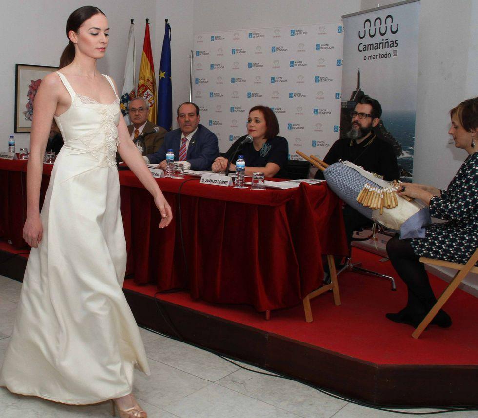 Una de las modelos, desfilando ayer en la presentación en Madrid.