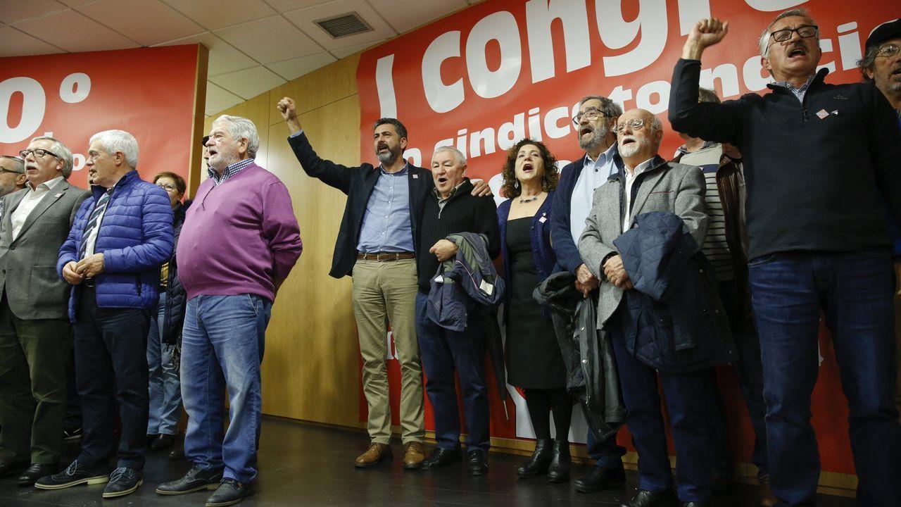 Banqueros en el banquillo.Sarmiento, actual responsable de CC.OO. en Galicia, con los delegados del congreso de 1978