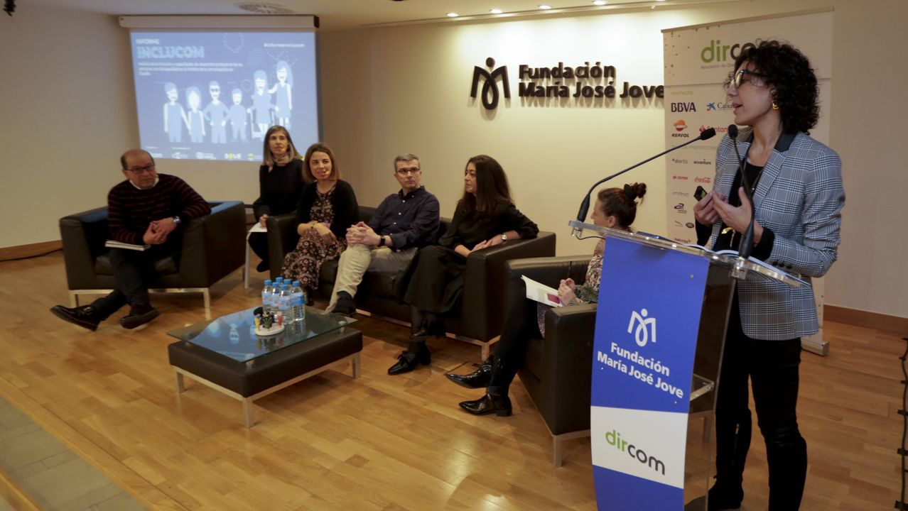 Las imágenes de «Modo espera. 99 días en pausa».De Lacalle, a la izquierda, durante la presentación de Inveravante en el 2007, con Manuel Jove, flanqueado por sus hijos