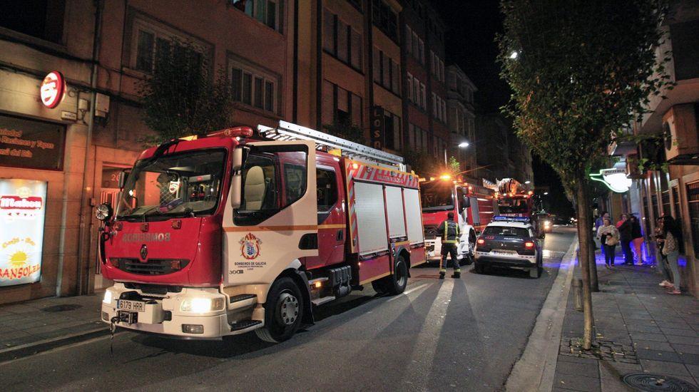 Fotografía de archivo de una intervención nocturna de los bomberos en Monforte