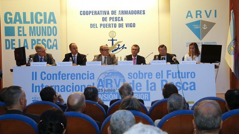 Depypere -izquierda- tuvo que escuchar duras quejas de los armadores en la conferencia internacional celebrada en Vigo.