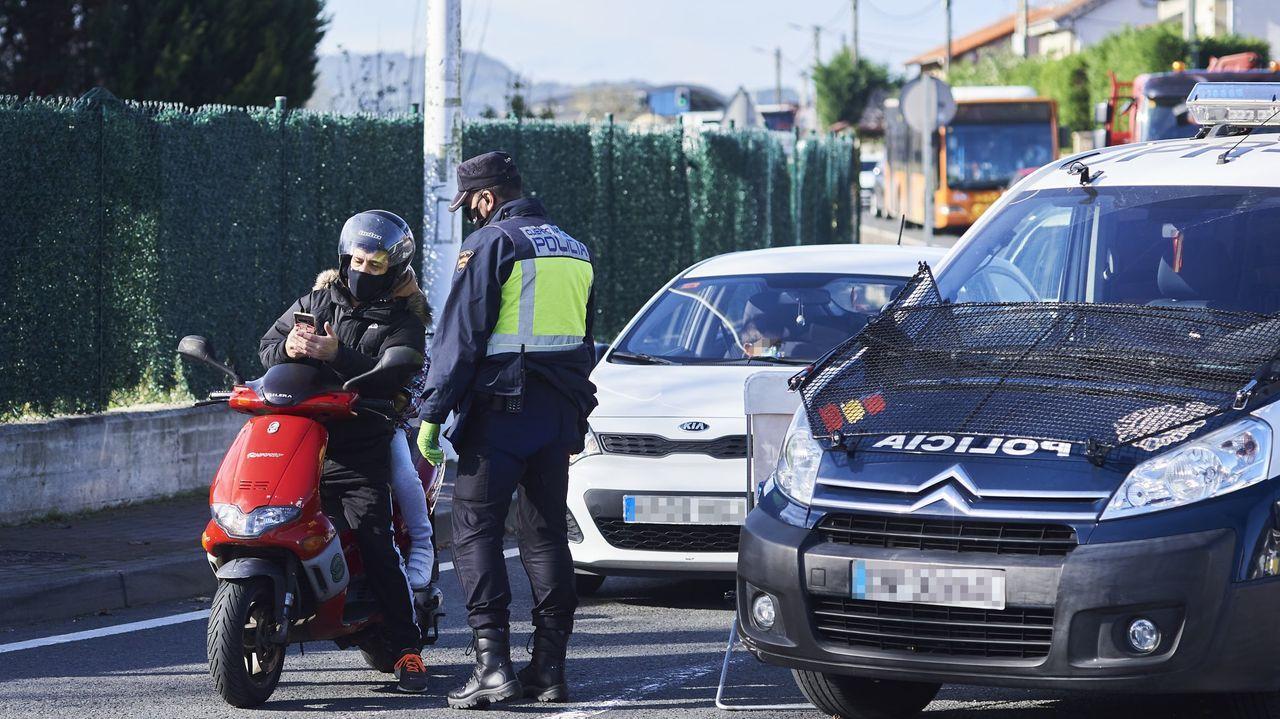 Agentes de la Policía Nacional realizan controles de movilidad en Cantabria
