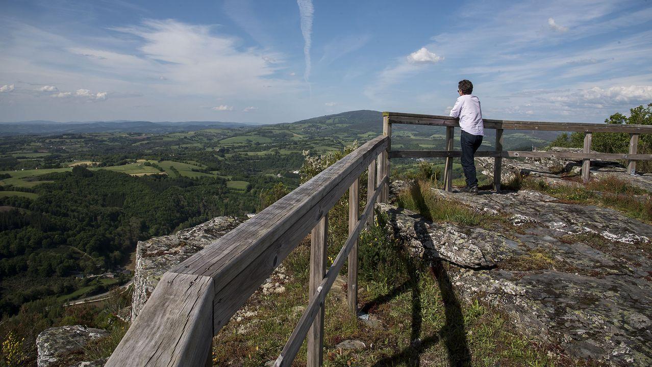 Un recorrido por el Camiño das Fontes.Un tramo del camino discurre por el Souto da Fonte do Val
