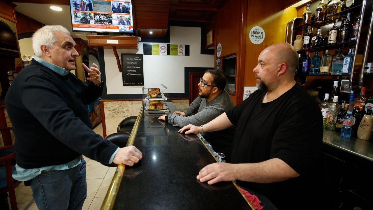 plaza.El Café Plaza, en la localidad coruñesa de Sada, está regentado por una familia de hispanovenezolanos. Es uno de los epicentros de la comunidad venezonala en el municipio