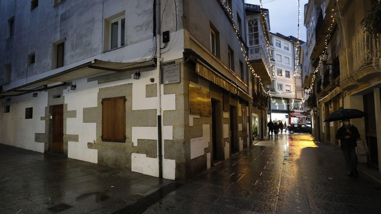 Así quedan zonas como esta de la calle Pastor Díaz de Viveiro, típica de vinos, cuando cierra la hostelería